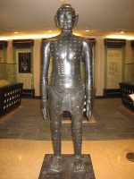 Bronze man with acupuncture channels, from manyriversacupuncture.com
